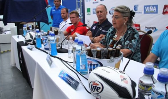Alcaldesa Virginia Reginato encabezó sorteo del Seven Viña 2013