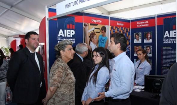Alcaldesa Virginia Reginato destacó realización de Feria de Postulación 2013 por tercer año consecutivo en Viña del Mar