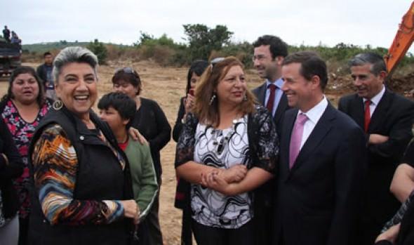 Alcaldesa Virginia Reginato y ministro de Vivienda y Urbanismo dieron inicio a nuevo proyecto habitacional en la Parcela 11