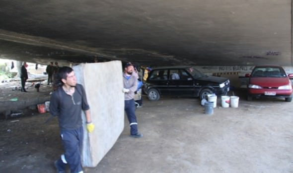 Municipio de Viña del Mar erradica a personas que pernoctan en lugar público no autorizado