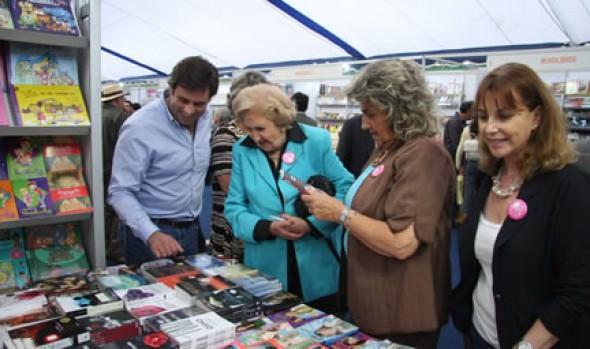 Alcaldesa Virginia Reginato invitó a viñamarinos y turistas a visitar la 31ª Feria del Libro