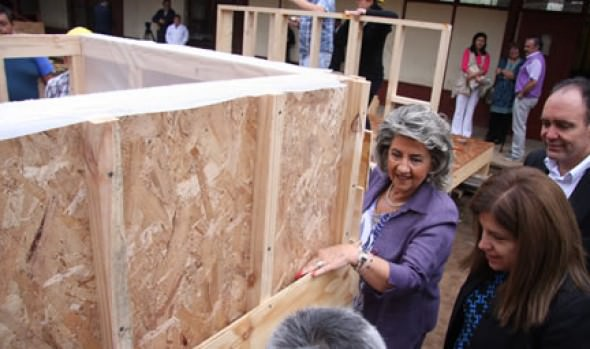 Alcaldesa Virginia Reginato valoró proyecto que capacita a profesores de todo el país en la construcción de viviendas