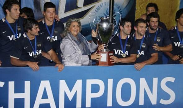 Alcaldesa Virginia Reginato premió a Los Pumas en el Seven Viña