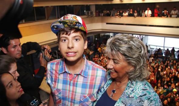 Alcaldesa Virginia Reginato recibió a cantante adolescente Matt Hunter
