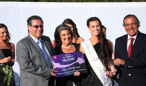 Nueva Reina de El Derby fue coronada por alcaldesa Virginia Reginato