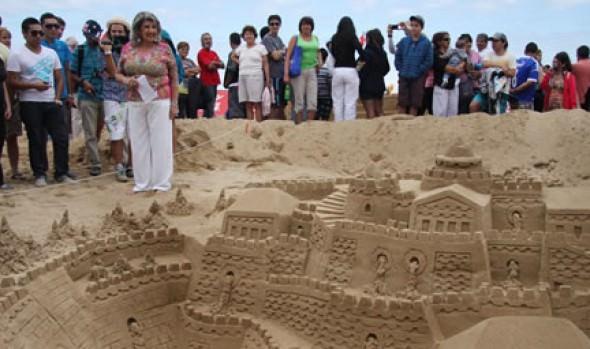 Alcaldesa Virginia Reginato invita a participar en nuevas echas de Concurso de Castillos de arena