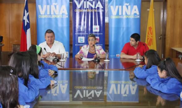 Selecciones de básquetbol infantiles de Viña del Mar fueron saludadas por alcaldesa Virginia Reginato