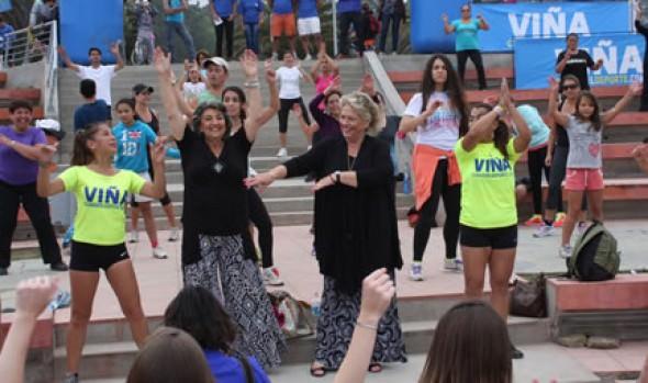 Vecinos y turistas compartieron clases de zumba con  alcaldesa Virginia Reginato
