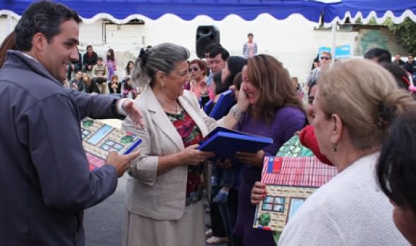 Más de 300 familias recibieron subsidios de parte de alcaldesa Virginia Reginato y  el Serviu