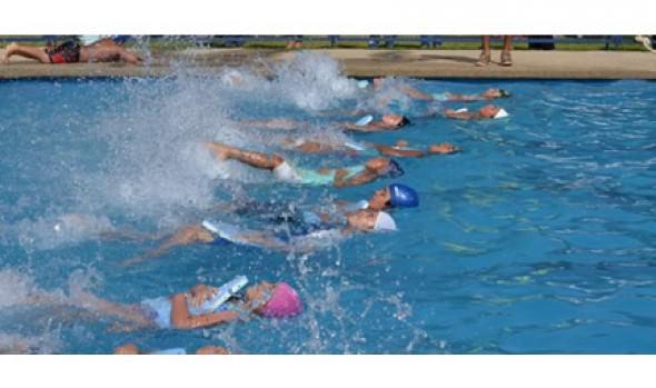 Clases de natación impulsadas por municipio de Viña del Mar inician su segundo período