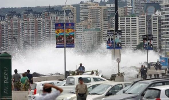 Municipio de Viña del Mar llama a tener precaución por fuertes  marejadas