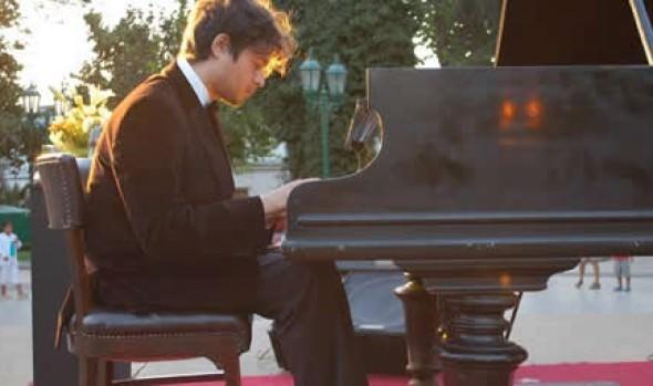 Municipalidad de Viña del Mar invita a concierto del pianista Pedro Urrutia