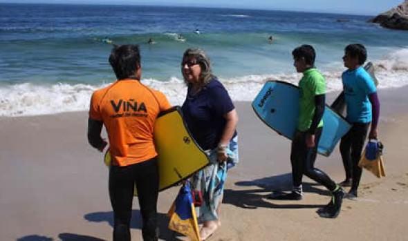 Con escuelas deportivas y campeonatos de bodyboard, se divierten los jóvenes en la Playa del Deporte en Viña del Mar