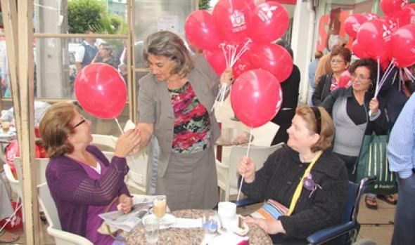 Municipio saludó a transeúntes en el día de los enamorados