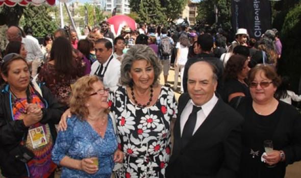 Vecinos de Viña del Mar compartieron con artistas y jurado del 55º Festival de la Canción