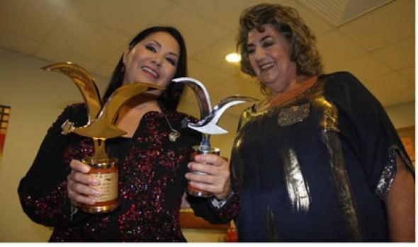 Ana Gabriel y alcaldesa Virginia Reginato sostienen encuentro antes y después de presentación en Festival de la canción