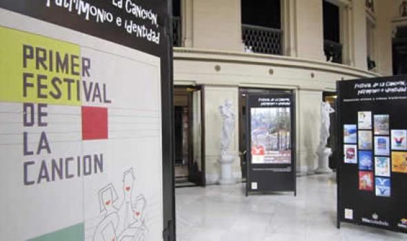 Exposición de Afiches y Videos Históricos del Festival Internacional de la Canción de Viña del Mar  extiende plazo de exhibición