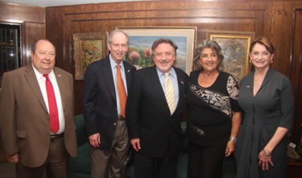 Alcalde de ciudad de Sausalito, California, se reunió jefa comunal viñamarina, Virginia Reginato