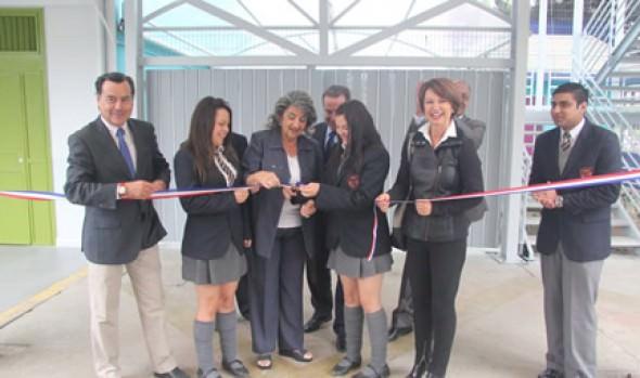 En remozado Liceo Guillermo Rivera, alcaldesa Virginia Reginato inauguró año escolar 2014