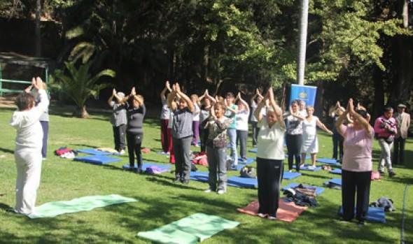 Clases gratuitas de yoga ofrece Municipio de Viña del Mar a mujeres