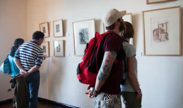 Municipio de Viña del Mar invita a Conversatorio con artistas de exposición de grabados en Castillo Wulff
