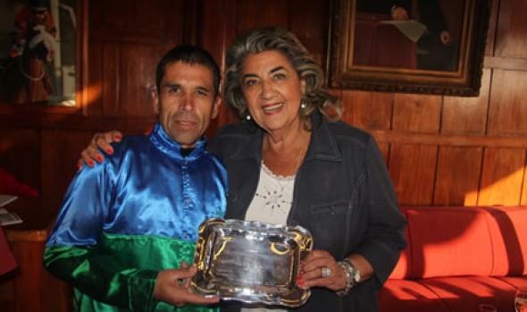 """Premio de clásico """"Municipal de Viña del Mar"""" fue entregado por alcaldesa Virginia Reginato"""