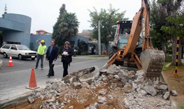 Intenso y millonario programa de reparación de calles para Viña anunció alcaldesa Virginia Reginato