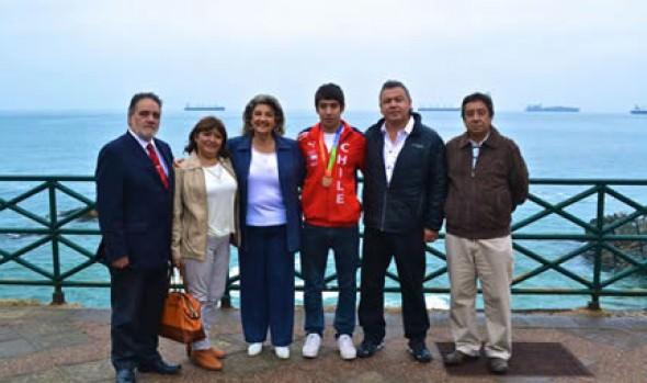 Nadador, medallista de bronce en Odesur agradeció apoyo de  alcaldesa Virginia Reginato