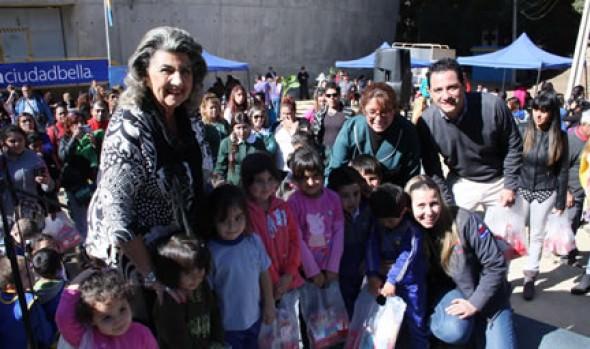 Municipalidad de Viña del Mar celebró Día Mundial de la educación con entrega de kits escolares