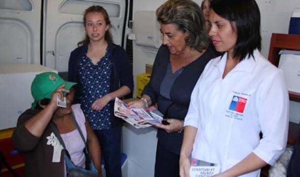 En feria Caupolicán, alcaldesa Virginia Reginato y Seremi de Salud refuerzan campaña de vacunación contra influenza