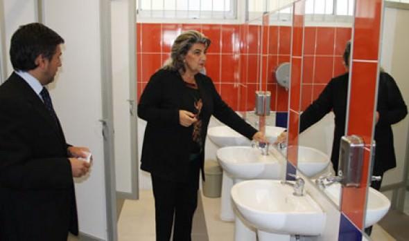 Remozadas dependencias y nuevo mobiliario urbano de Liceo Bicentenario fueron entregados por alcaldesa Virginia Reginato