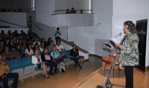 Municipio de Viña del Mar y UAI realizaron Seminario de infancia sobre el apego y parentalidad