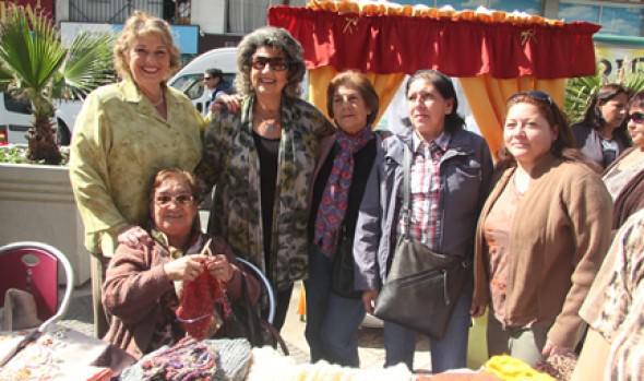 Expo manualidades de organizaciones comunitarias fue visitada por alcaldesa Virginia Reginato