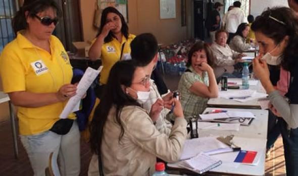 Profesionales de la Municipalidad de Viña del Mar realizan labores de apoyo a afectados de incendio de Valparaíso