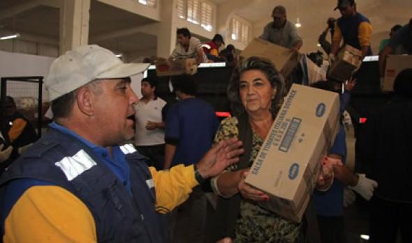 Las primeras 70 toneladas de ayuda entregó alcaldesa de Viña del Mar a damnificados del mega incendio de Valparaíso