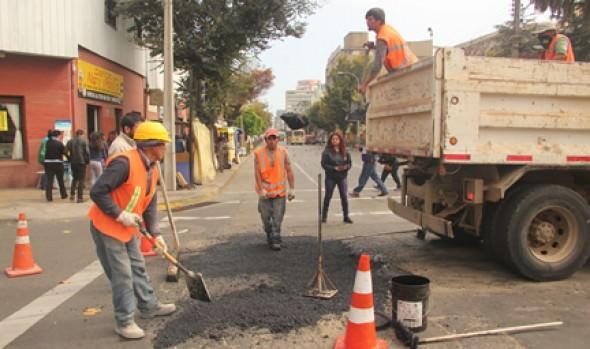 Municipio de Viña del Mar realiza bacheo en calles más deterioradas