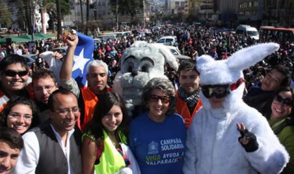 Zumbatón y caravana de motoqueros con huevos de Pascua encabezó alcaldesa Virginia Reginato para ayudar a Valparaíso