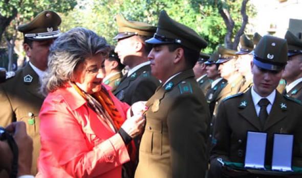 Carabineros de Prefectura de Viña del Mar fueron distinguidos por alcaldesa Virginia Reginato