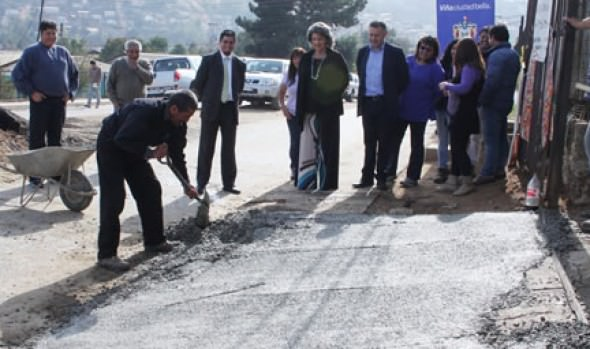Avance de construcción y reposición de aceras en sectores altos fue valorado por alcaldesa Virginia Reginato