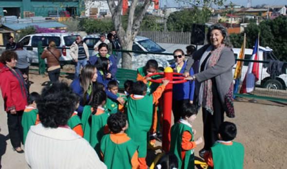 Máquinas de ejercicios en Nueva Aurora fueron entregadas por alcaldesa Virginia Reginato