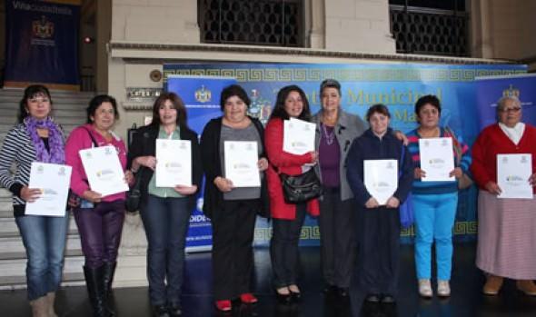 43 Títulos de dominio entregó alcaldesa Virginia Reginato a familias de Forestal Alto
