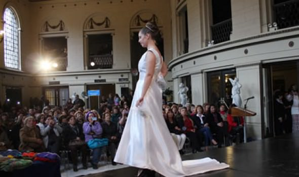 Con desfile de modas , Municipio de Viña del Mar continúa celebrando el Mes de la Madre