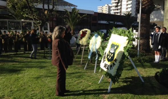 Ofrenda floral depositó alcaldesa Virginia Reginato en monumento a San Martín por Día de Argentina