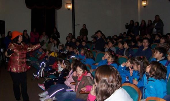 Escuela de Cuenta Cuentos de la Municipalidad de Viña del Mar hace su primera presentación con lleno total en Sala Aldo Francia