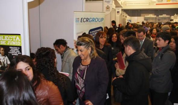 Con gran asistencia de postulantes se realizó Feria laboral organizada por la Municipalidad de Viña del Mar y AIEP
