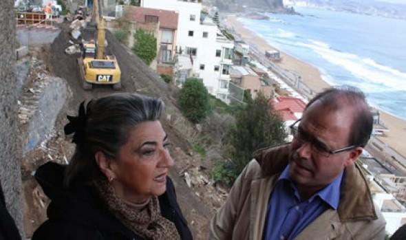 Ministro de OOPP comprometió soluciones definitivas a socavones de Reñaca a alcaldesa Virginia Reginato