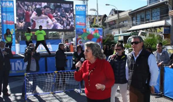 """Invitación a ver a """"La Roja"""" en pantalla gigante realizó alcaldesa Virginia Reginato"""