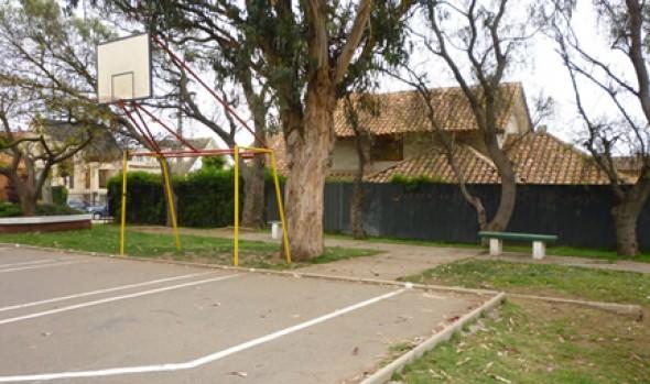 Municipio de Viña del Mar reconstruirá multicancha y mejorará plaza Anakena en Jardín del Mar