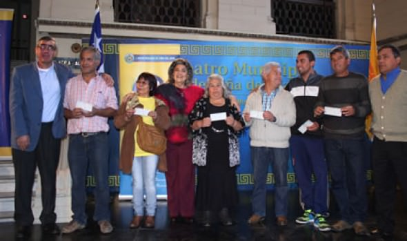 Donación de locatarios de feria Marga Marga a  afectados de incendiode Valparaíso, fue valorado por alcaldesa Virginia Reginato