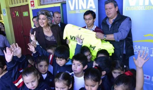 Implementación deportiva entregó alcaldesa Virginia Reginato a Escuela Ministro Zenteno